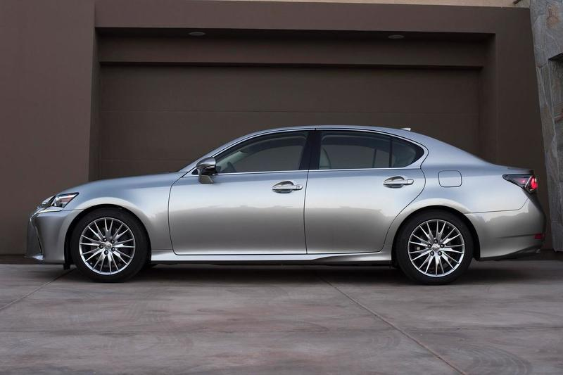 2016 Lexus GS side profile