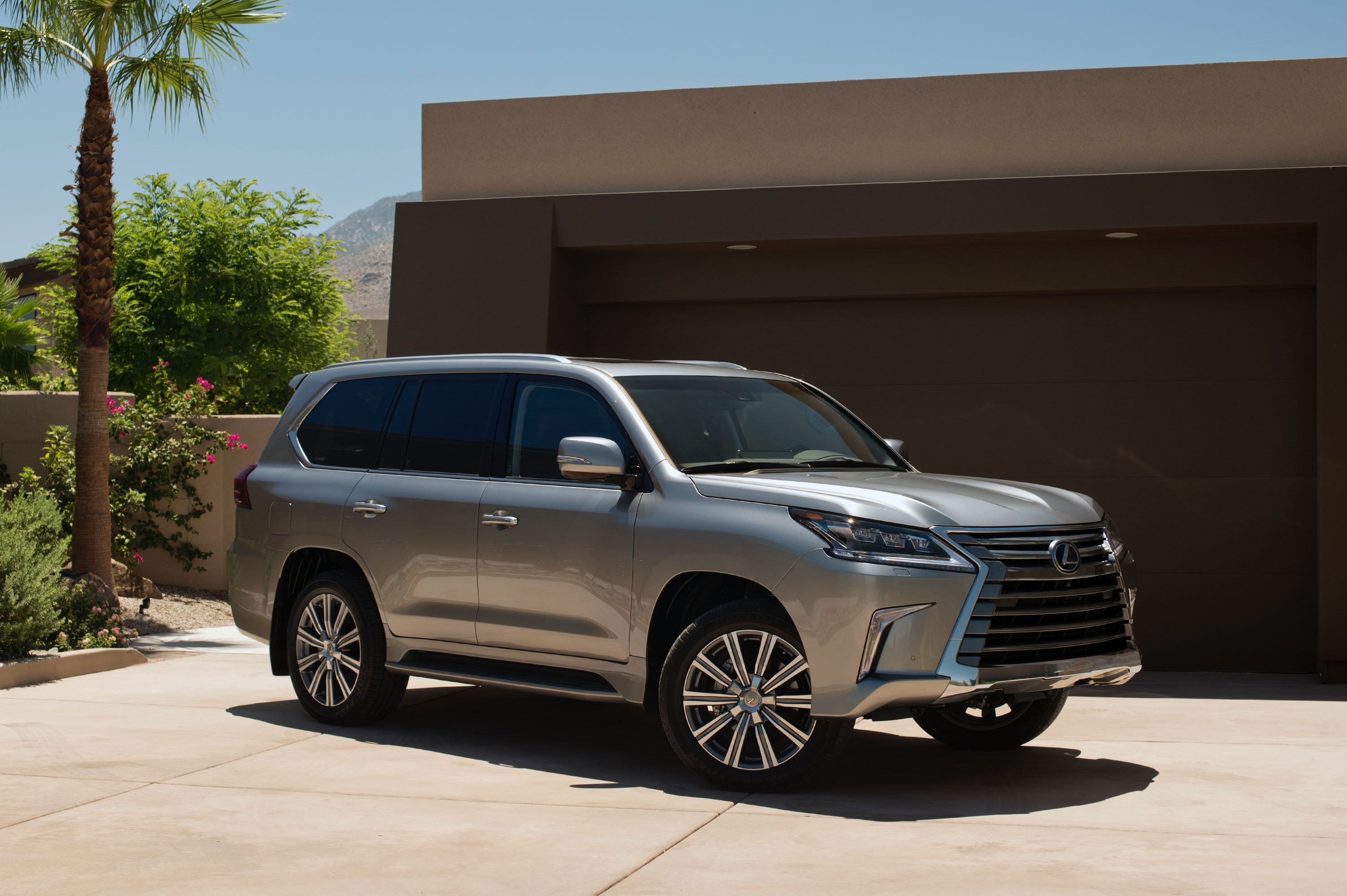 the 2016 lexus lx 570 luxury and off road capability. Black Bedroom Furniture Sets. Home Design Ideas