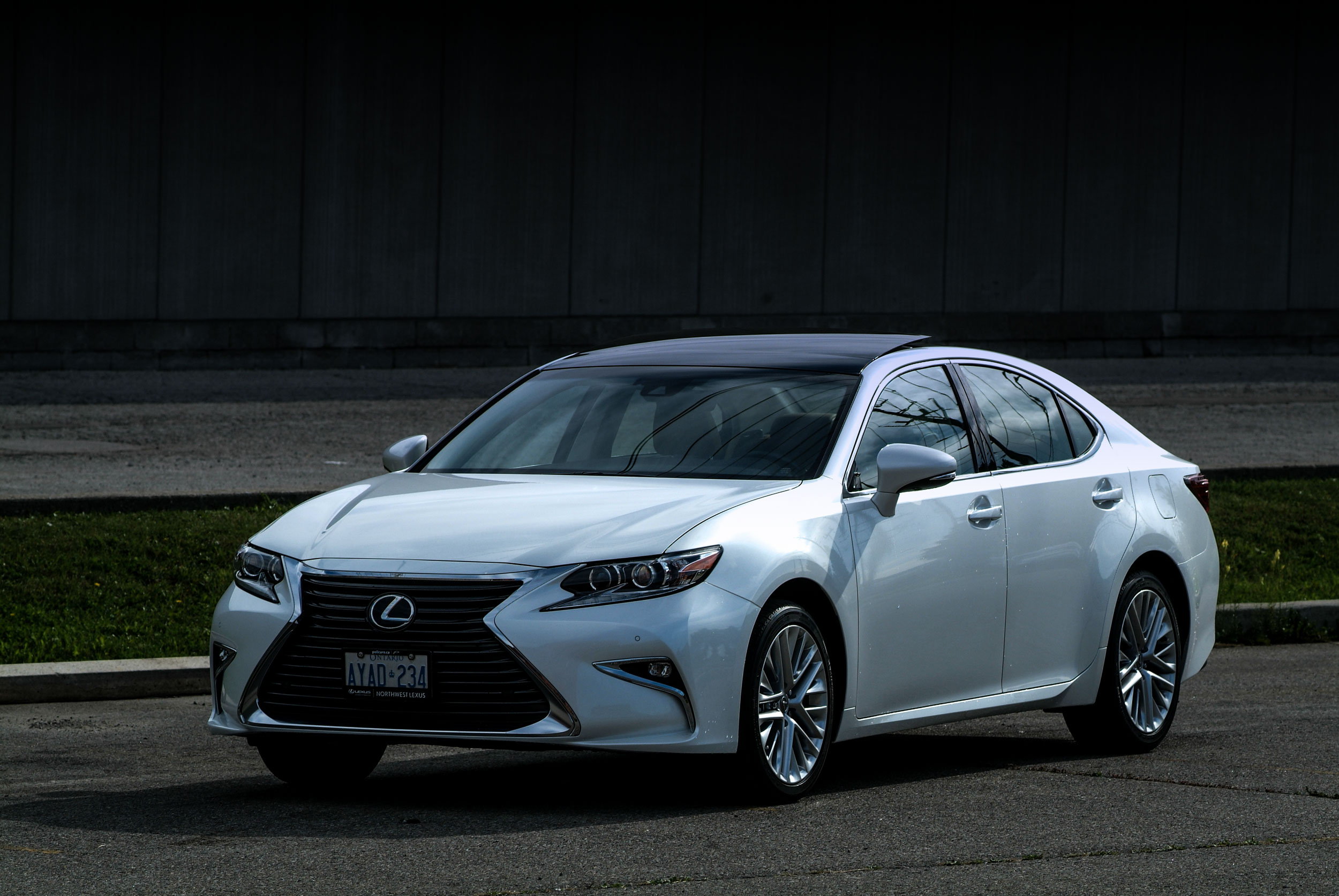 2016 Lexus ES Review- The 2016 Lexus ES head on