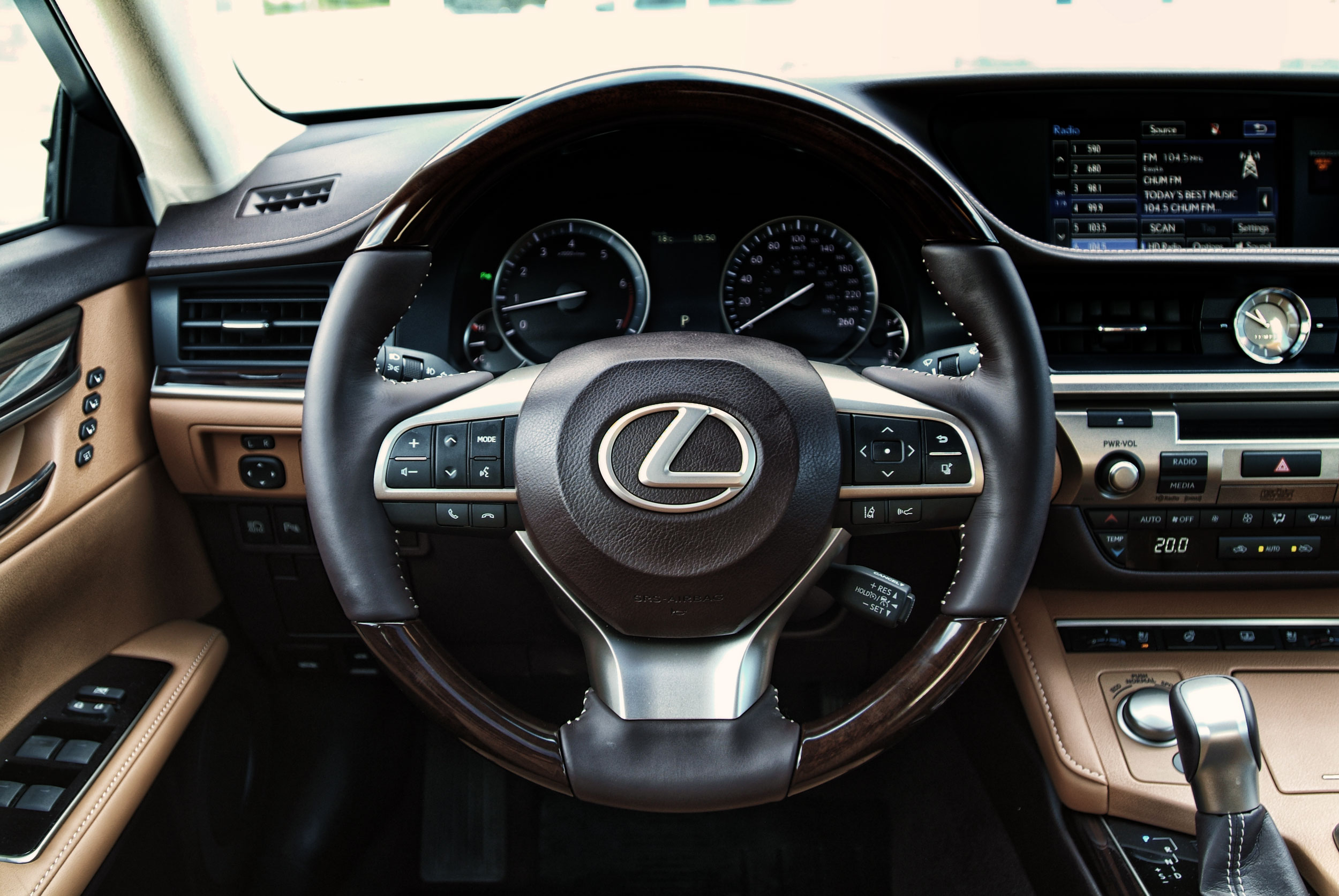 The steering wheel of the 2016 Lexus ES