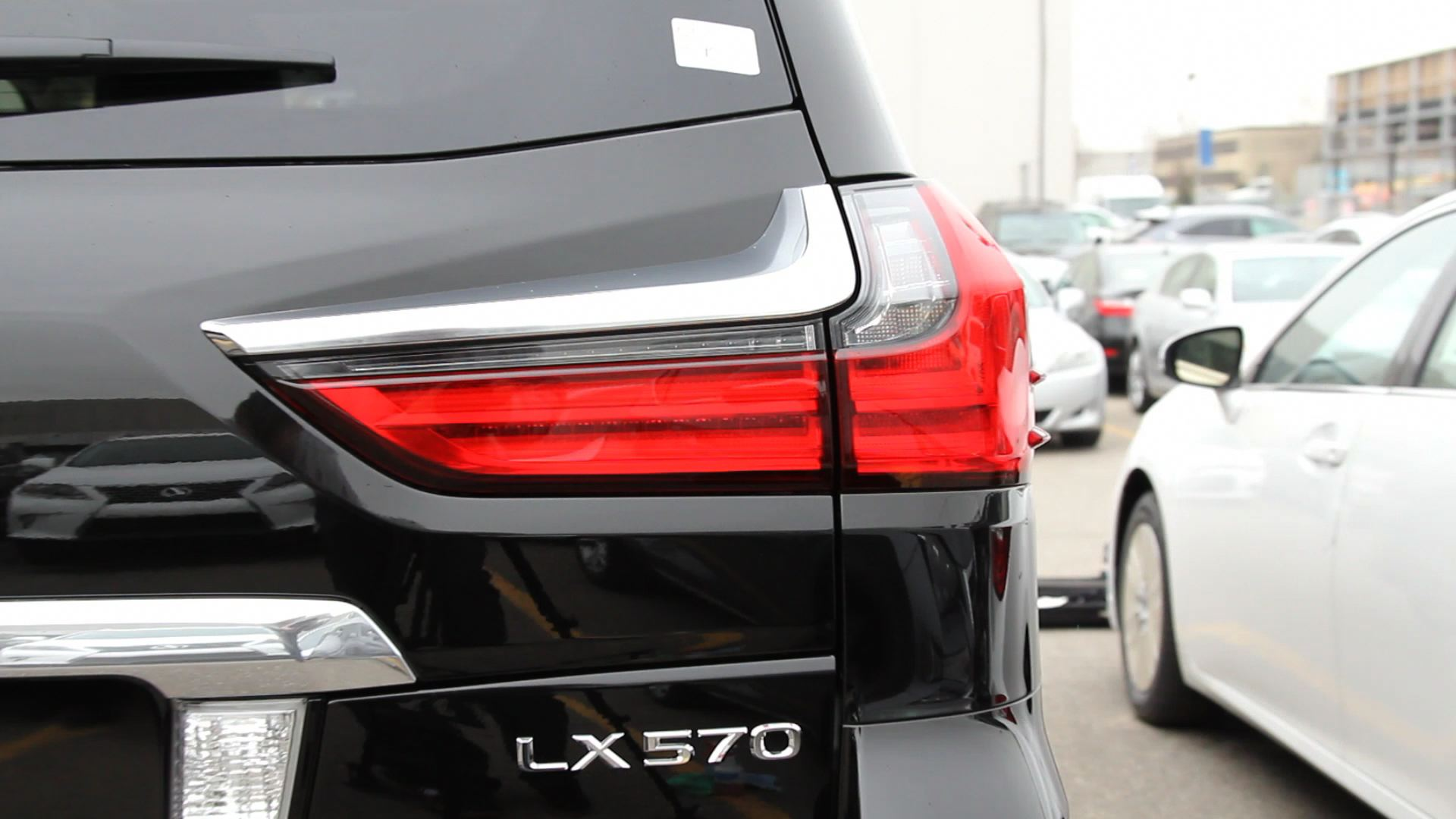 2016 Lexus LX 570 tail light