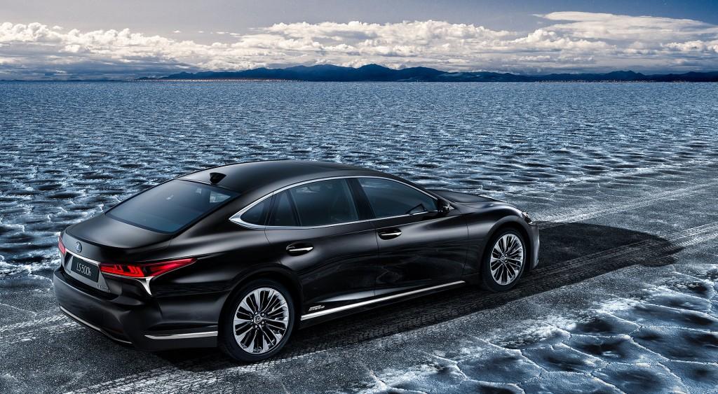 Lexus-MY18-LSh-FCV-gallery-desktop-2000x1100-LS500h_02B_stu_DH_2017